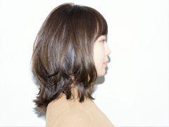 """レイヤーたっぷりの""""くびれミディ"""" スタイル写真"""